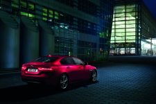 JaguarXEAWD_02