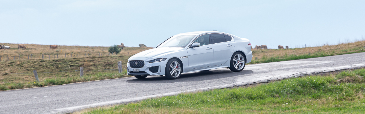 Essai – Jaguar XE P300 AWD : Berline à double faces